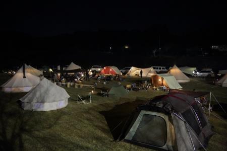 キャンプ風景、夜のテント明かり1