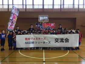 熊本ヴォルターズの選手と記念撮影