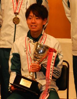 金栗杯を受賞した神野大地選手